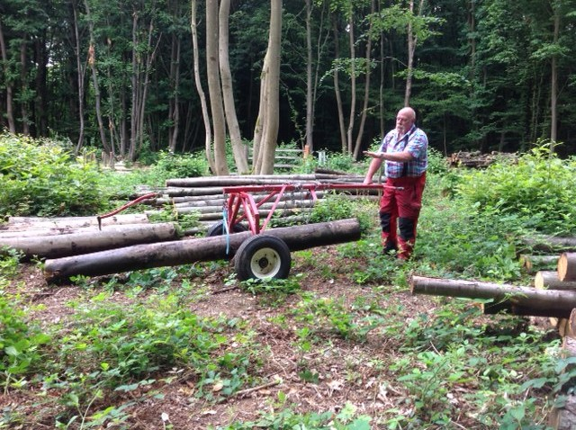 The Bredhurst Woodlands Trust has been able to purchase a wood extractor thanks to a £500 KCC members grant from Paul Carter.
