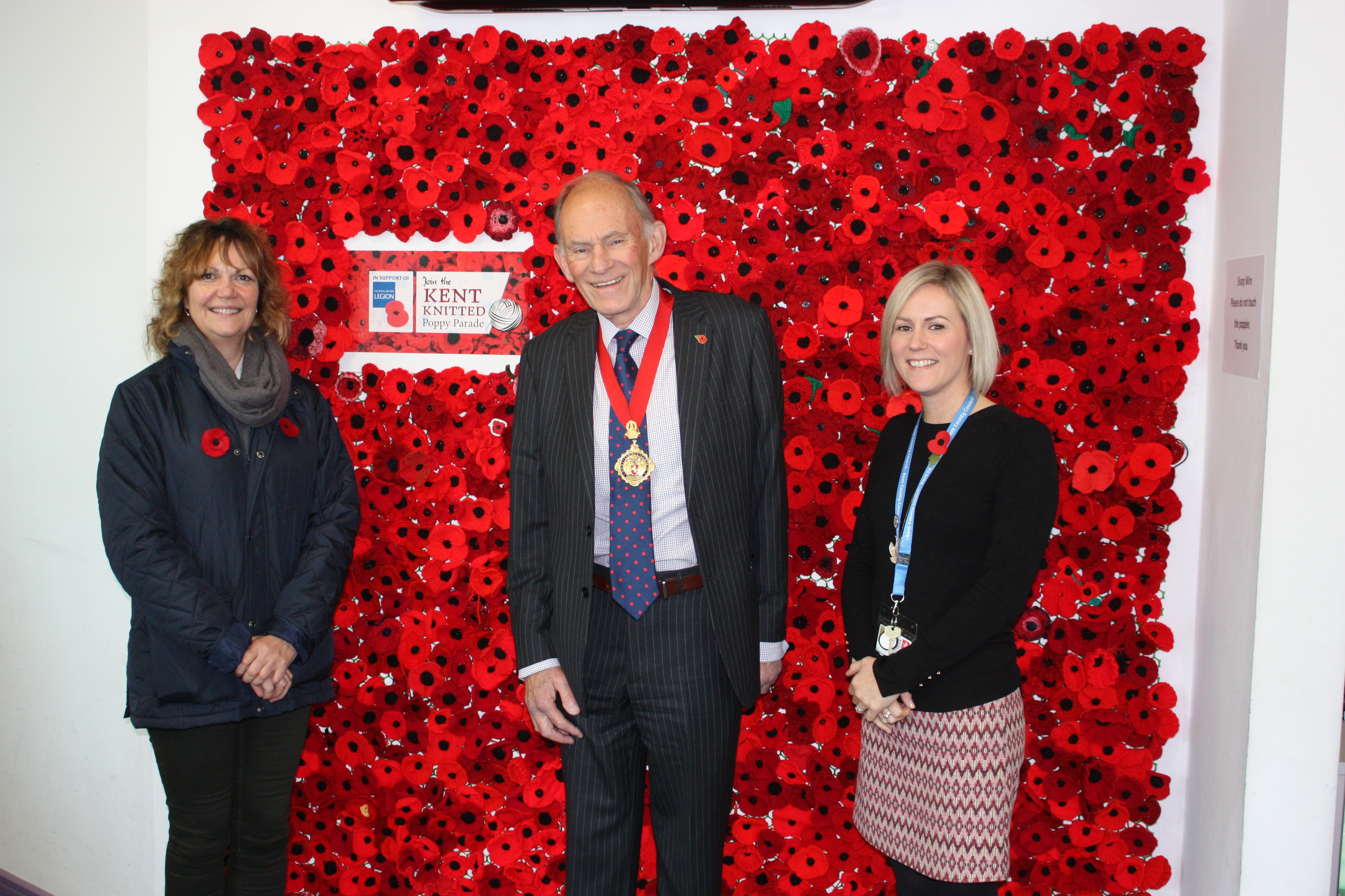 Huge display of knitted poppies impresses KCC Chairman