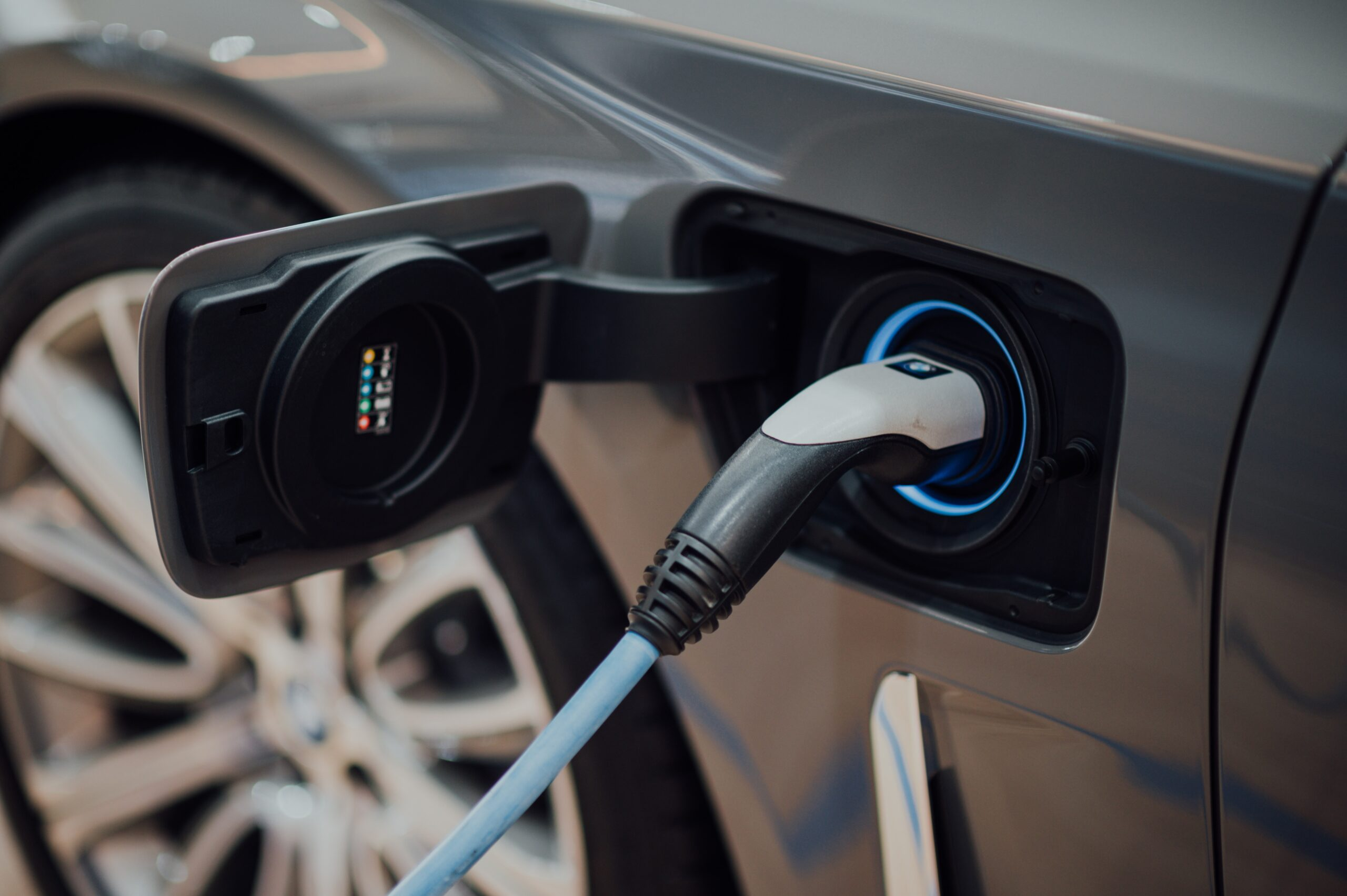 Public and private partnership brings 600 extra electric vehicle charging points to Kent