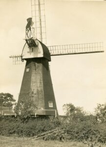 West Kingsdown smock mill in October 1930, with a broken sweep, shortly after ceasing work. Photo from the Mills Archive Rex Wailes Collection (www.millsarchivetrust.org)